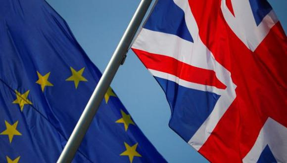 La Unión Europea ofreció al Reino Unidos un acceso inédito sin aranceles ni cuotas a su inmenso mercado de 450 millones de consumidores a cambio del compromiso británico de respetar un número de normas que evolucionarán con el tiempo en materia de medioambiente, derechos laborales y fiscales. (REUTERS/Hannibal Hanschke)