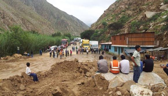 Carreteras y caminos quedaron interrumpidos. (Foto: Andina)