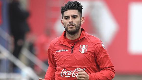 Carlos Zambrano registra 45 partidos con camiseta de la selección peruana. (Foto: AFP)