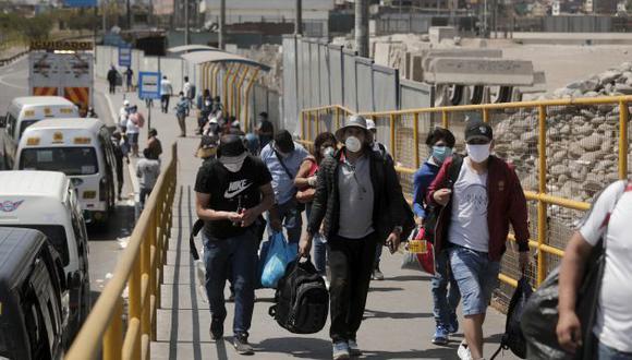 Personas caminando durante la cuarentena. (GEC)