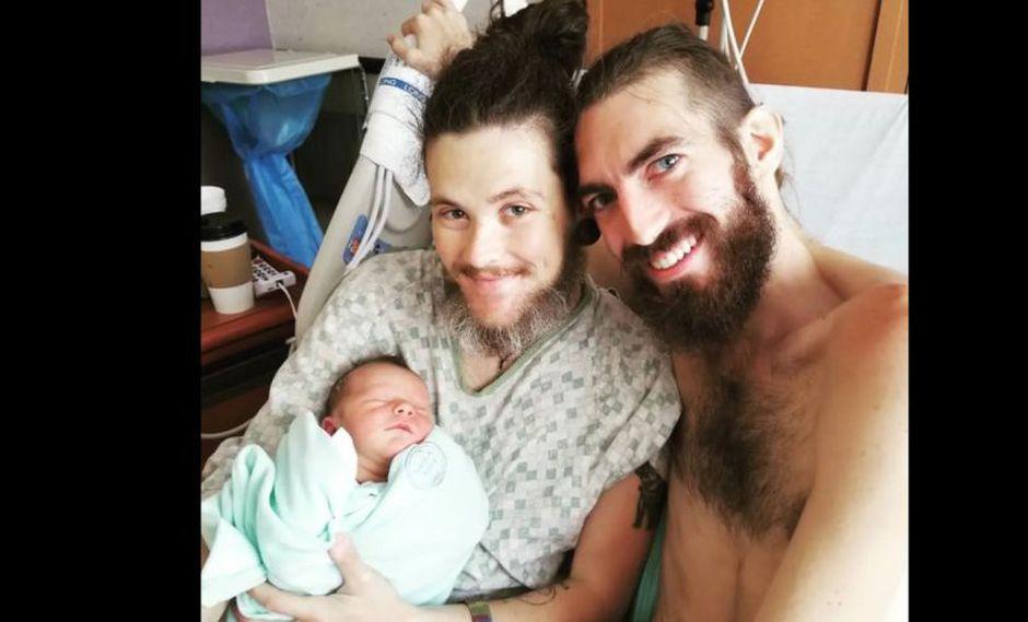 La conmovedora historia del hombre que dio a luz un bebe tras hallar el amor en Grindr. (Redes Sociales)