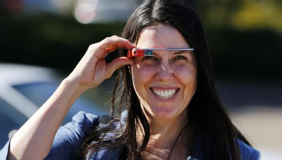 Google Glass: indultan a conductora multada por usar los lentes