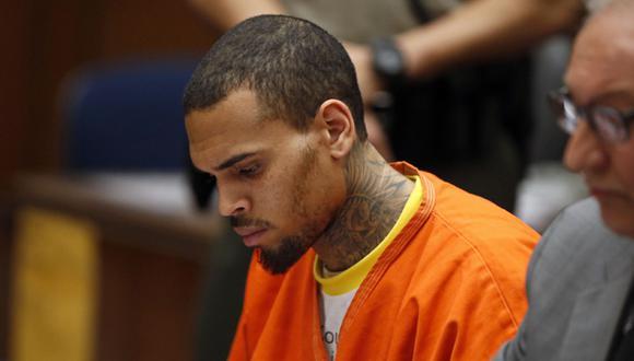 Chris Brown estará en prisión hasta fines de abril