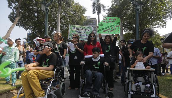 Madres de menores enfermos que necesitan del cannabis para aliviar sus males protagonizaron varias marchas en los últimos años para poner su problemática en agenda.  (Foto: Perú2)