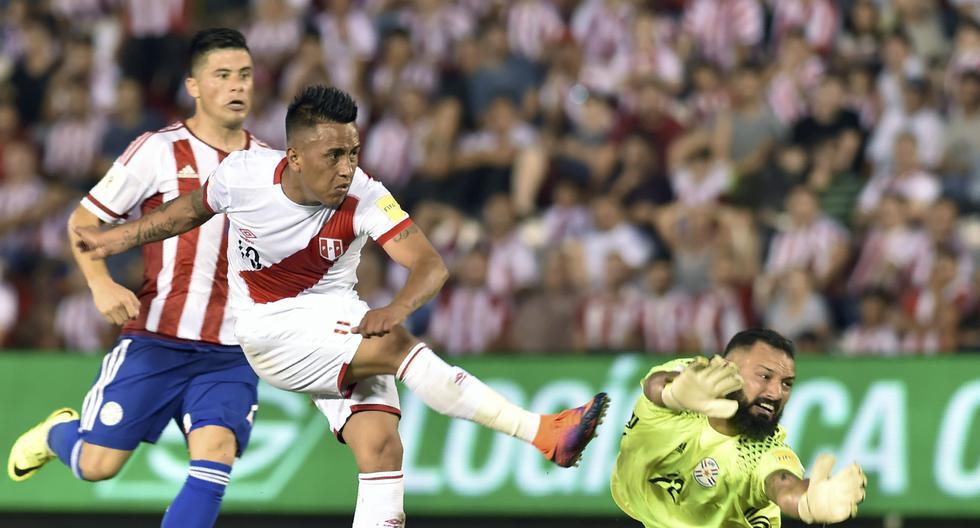 Golazo de Cueva en Asunción. Fue el tercero de esa noche. (Foto: AFP)