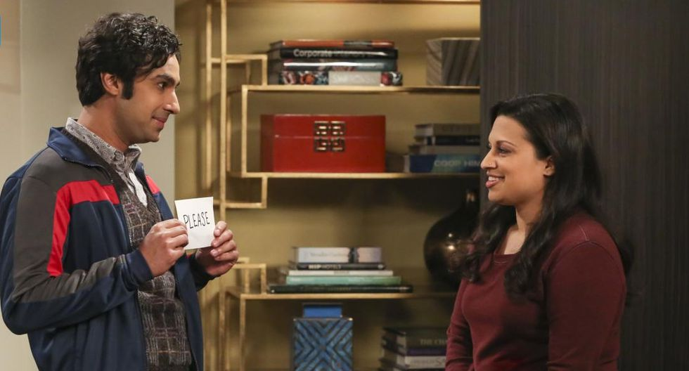 """""""The Big Bang Theory"""". Rajesh y su prometida, Anu, quienes representan uno de los mayores cambios en la temporada final de la serie. Foto: Difusión."""