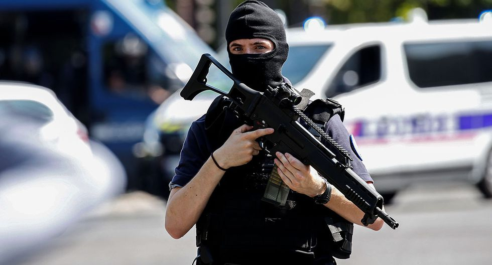 A masked French policeman secures the area on the Champs Elysees avenue after an incident in Paris, France, June 19, 2017 . REUTERS/Gonzalo Fuentes