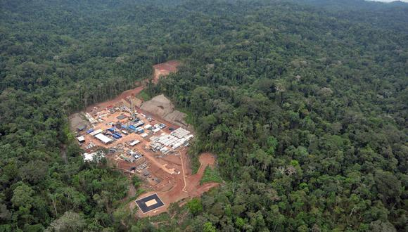 Países Bajos aceptó la denuncia contra Pluspetrol debido a que la empresa tiene su sede en Ámsterdam, por motivos fiscales, pues desarrolla toda su actividad en Perú. En la foto se aprecia la vista aérea del campamento de exploración de gas Mipaya, a cargo de Pluspetrol, en la selva amazónica cerca de Cusco. (Archivo / AFP / CRIS BOURONCLE)