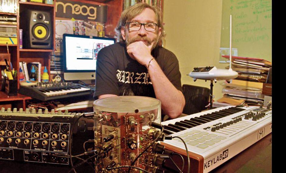 José Ignacio López publica una investigación que rastrea el recorrido que ha seguido la música electrónica en nuestro país.