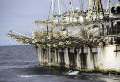 "Cómo opera la flota pesquera extranjera y qué es la ""ruta del calamar gigante"" que ellos persiguen"