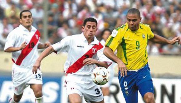 El partido del 2003 entre Perú y Brasil acabó 1-1. Los goles fueron anotados por Rivaldo y Ñol Solano, el '9' Ronaldo esta vez no pudo anotar. (Foto: Lino Chipana).