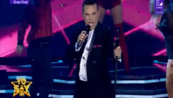 """Adolfo Aguilar realiza presentación en la apertura de la gran final  de """"Yo soy"""". (Captura de pantalla)"""