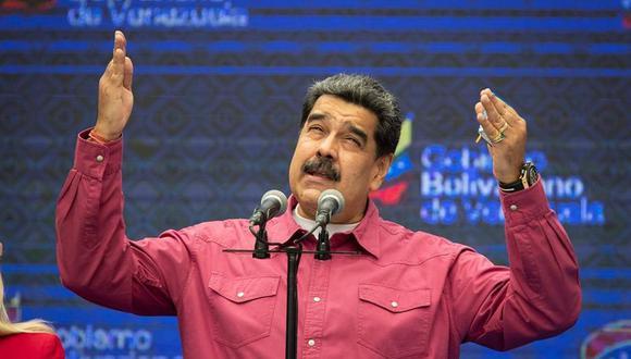 El presidente de Venezuela, Nicolás Maduro, pronuncia un discurso tras votar en Caracas. (EFE/ Rayner Peña).