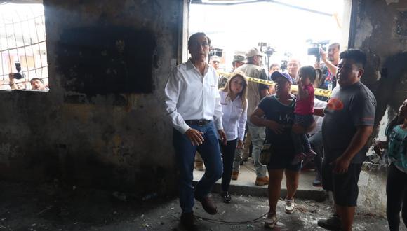 Presidente Martin Vizcarra junto a Elizabeth Hinostroza, Ministra de Salud, realizaron ayer inspección de los daños ocurridos en la deflagracion de gas en Villa el Salvador. (Fotos: Alessandro Currarino)