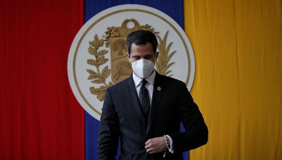 El líder de la oposición venezolana, Juan Guaido, asiste a una sesión de la Asamblea Nacional de Venezuela en un parque público en Caracas el 15 de diciembre de 2020. (REUTERS / Manaure Quintero).