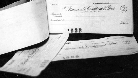 En 1964 los bancos entregaban a sus clientes las famosas chequeras. Foto: GEC Archivo Histórico