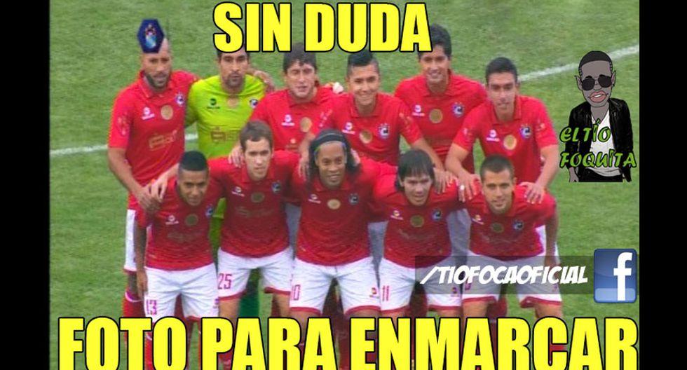 Los memes de Ronaldinho con camiseta de Cienciano [FOTOS] - 1