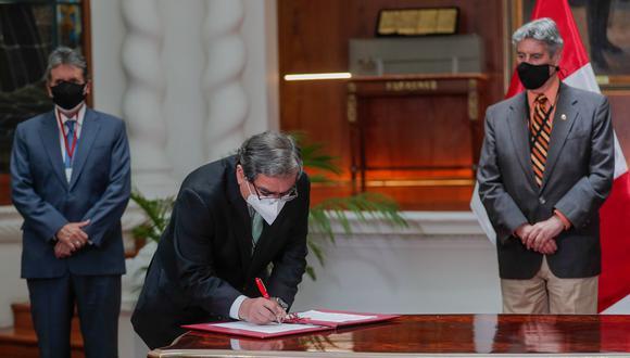 Presidente Francisco Sagasti participó en la firma de un convenio para la donación de oxígeno medicinal. (Foto: Twitter @presidenciaperu)