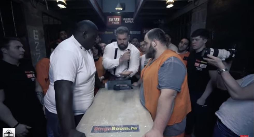 Vasily Kamotsky, campeón mundial de cachetazos, tuvo duro rival en el brasileño Black Papa en una cárcel de Rusia (Captura: Youtube)