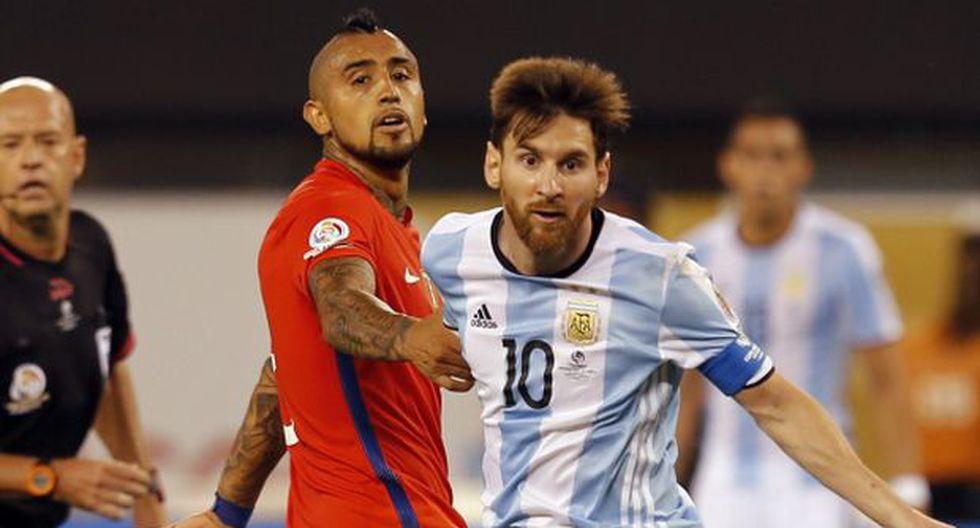 Lionel Messi y Arturo Vidal. (Foto: EFE)