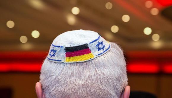 Recomiendan a los judíos en Alemania que no lleven la kipá en público por el aumento del antisemitismo. (AFP).