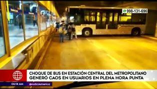Bus del Metropolitano se despista y choca contra estructura de la Estación Central