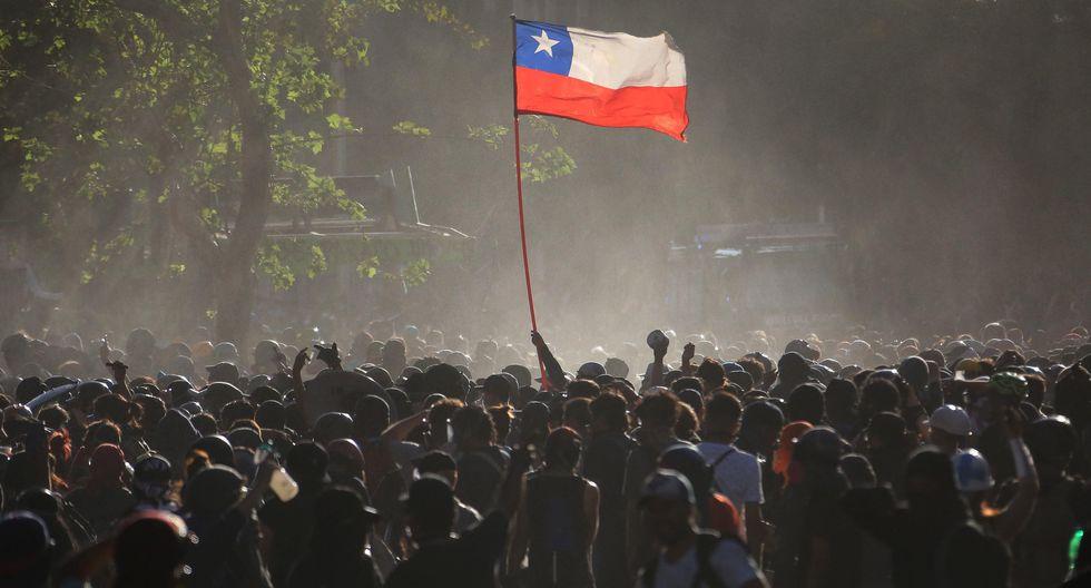 El precio del dólar en Chile comenzó la jornada del viernes 17 a la baja. (Foto: EFE)
