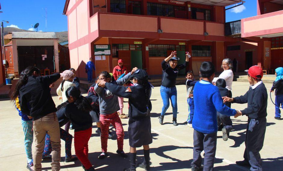 Minedu entregó a alumnos del Colegio Nacional de Sillapata materiales educativos y kits de soporte socioemocional. (Foto: Minedu)