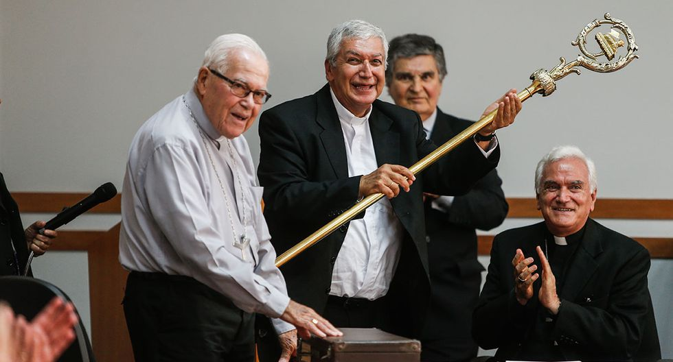 En la trayectoria del sacerdote Carlos Castillo destaca su formación académica y cercanía con los más pobres. (Foto: Mario Zapata)