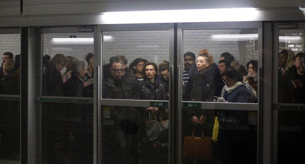 Los sindicatos han rechazado de plano las nuevas propuestas del gobierno de Macron para aplicar de forma gradual un modelo que requeriría que los trabajadores más jóvenes, nacidos después de 1974, trabajen hasta los 64 años en lugar de los 62 para obtener pensiones completas. (Foto: AP)