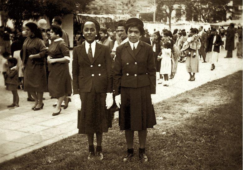Desfile de diversos colegios en Chorrillos por el día de San Pedro y San Pablo, 1956. (Foto: Archivo Personal Susana Baca).