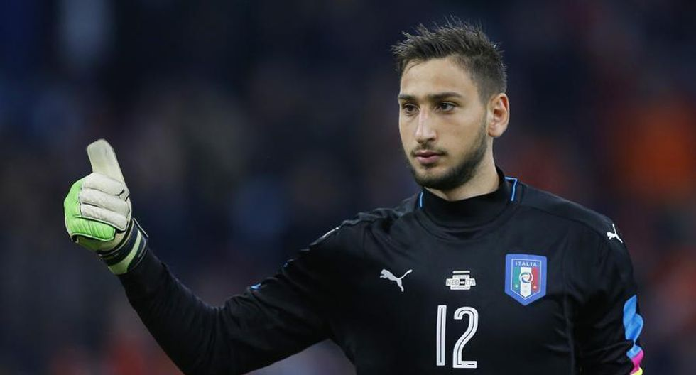 Gianluigi Donnarumma actualmente participa en el Europeo Sub 21 con la selección italiana. Aunque sus pensamientos están centrados en su futuro con el AC Milan. (Foto: Agencias)