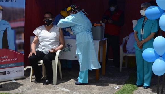Puno recibió hoy 4.404 vacunas contra el COVID-19. Estas serán distribuidas entre los establecimientos de salud de la región. (Foto: Carlos Fernández)