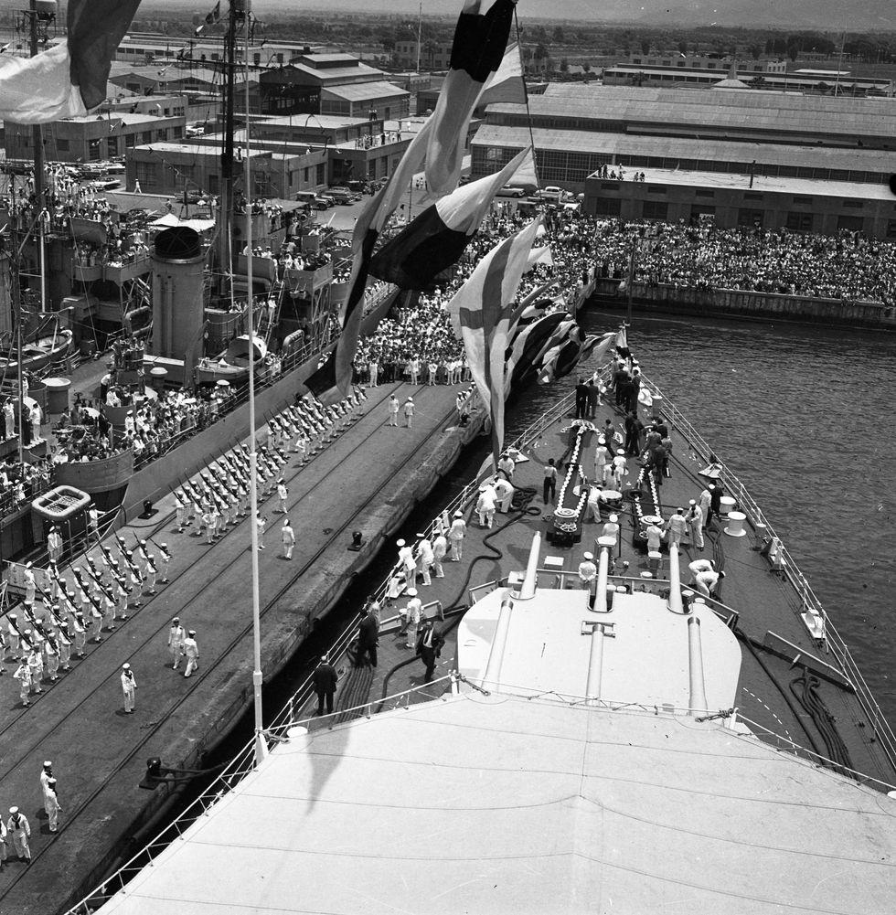 """Llegada del crucero """"Almirante Grau"""" en el puerto del Callao , el 31 de enero de 1960 (Foto: Archivo Histórico El Comercio)"""