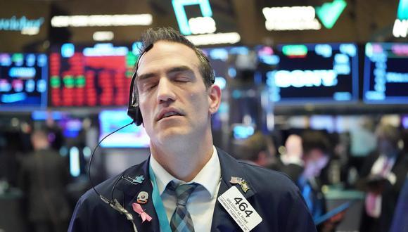 Las transacciones se suspendieron en la bolsa de Nueva York poco después de la caída del 7% del índice S&P 500 en la apertura. (Foto: AFP)