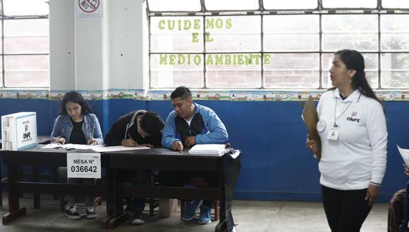 Previo a su aprobación, el padrón fue analizado por la Dirección Nacional de Fiscalización y Procesos Electorales del JNE. (Foto: Difusión)