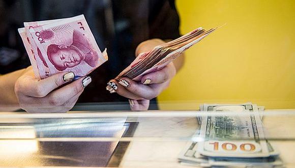 China volvió a devaluar el yuan y trata de calmar al mercado