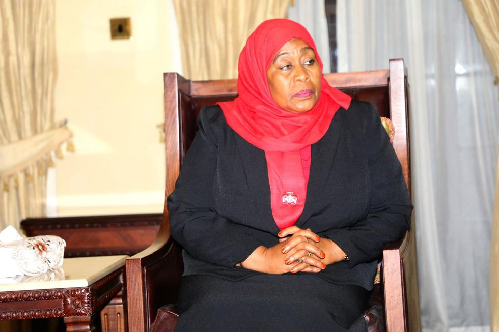 La vicepresidenta de Tanzania, Samia Suluhu Hassan, juró este viernes como nueva presidenta y se convirtió en la primera mujer en la historia de este país de África del Este que accede a la Jefatura del Estado. (Texto: EFE / Foto: Reuters).