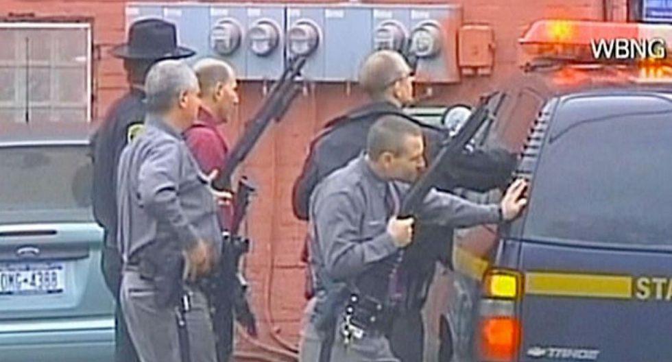 ► 3 abril de 2009 | Un hombre armado entró en un centro de atención a inmigrantes y refugiados en Binghamton, en el estado de Nueva York, y mató a 13 personas para después suicidarse.
