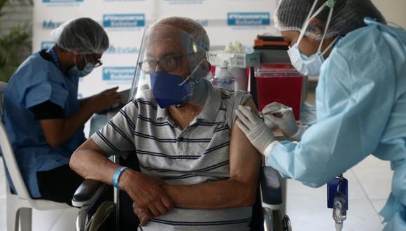 Hasta la fecha, al país han llegado 1'567.000 dosis para inmunizar a la población. De las cuales, 1 millón son del laboratorio Sinopharm, 450 mil de Pfizer y 117 mil del mecanismo Covax Facility. (Foto: Jesús Saucedo/ @photo.gec)