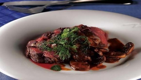 Roastbeef con salsa de ajo asado