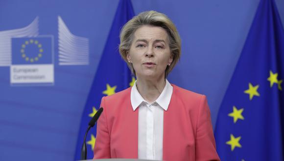 Ursula von der Leyen, durante una conferencia hoy (domingo 13 de diciembre) en las oficinas de la UE en Bruselas. (Olivier Hoslet/Pool Photo via AP)