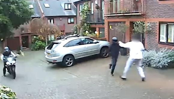 YouTube: se defendió de ladrones con arma de arte marcial
