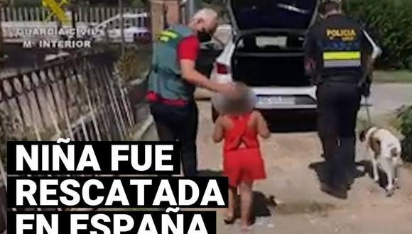 Una niña de 7 años fue rescatada tras ser abandonada junto a su mascota en una carretera de La Rioja, en España.| Crédito: Guardia Civil española.