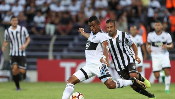 Olimpia igulaó sin goles ante Wanderers en Montevideo y ahora definirá la próxima semana su pase a la segunda fase del torneo en Asunción. (Foto: EFE)