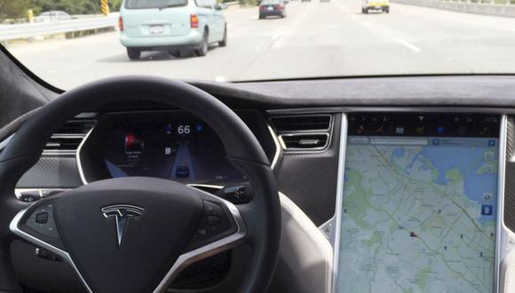 """El accidente se da cuando Tesla está empezando a probar con algunos de sus conductores un sistema de """"conducción autónoma total"""", aunque también pide que el conductor tenga las manos en el volante en todo momento. (Foto: REUTERS / Alexandria Sage)."""