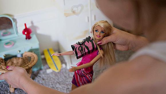 Mattel recurre a las superheroínas ante bajas ventas de Barbie