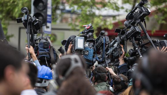 En este periodo de pandemia del coronavirus, los medios de comunicación juegan un rol muy importante, ya que de ellos depende la distribución de una información rigurosa, accesible y veraz.  (Foto: Shutterstock)