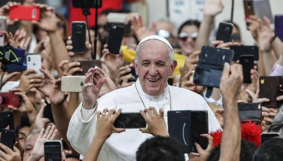 El Papa Francisco saluda a los fieles después de celebrar una misa con motivo de la 105 Jornada mundial de los migrantes y refugiados en la plaza de San Pedro, Ciudad del Vaticano, 29 de septiembre de 2019. (Foto de archivo: EFE / GIUSEPPE LAMI)
