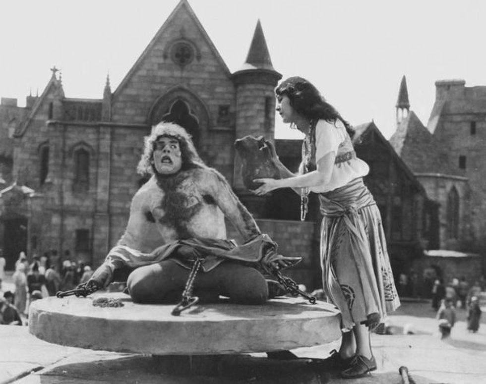 Muchos crearon que el 'Jorobado de Notre Dame' fue una creación de Víctor Hugo, pero al parecer existió este personaje en la vida real. (Foto:Universal Pictures)